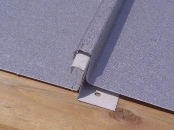la doppia aggraffatura si applica a zinco-titanio, al rame, all'alluminio e, volendo, anche all'acciaio