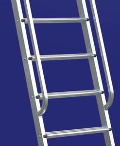 8. scala con piolo avvitato al montante